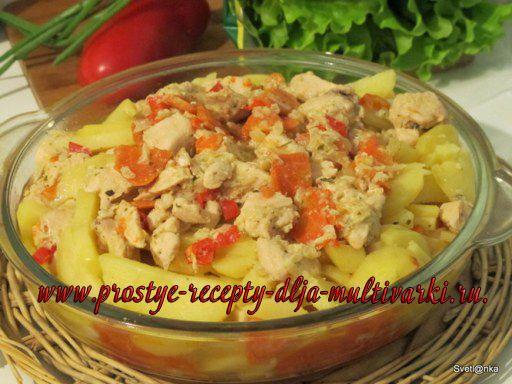Куриная грудка тушеная с копченым салом и овощами в мультиварке