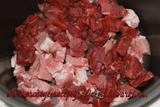 Тушеная капуста с мясом в мультиварке