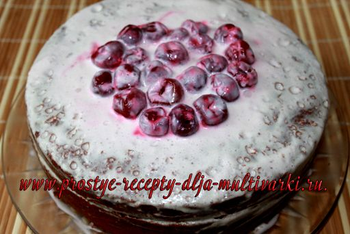 Шоколадный торт с вишней в мультиварке