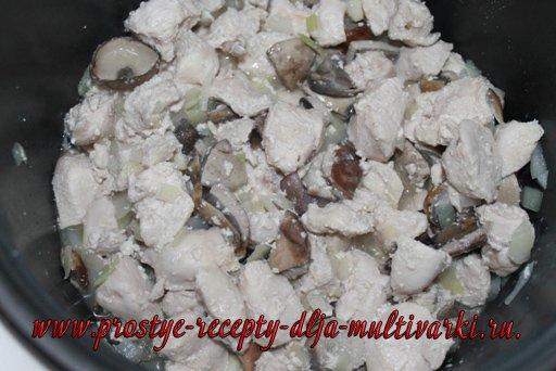 Жульен с курицей и грибами в мультиварке