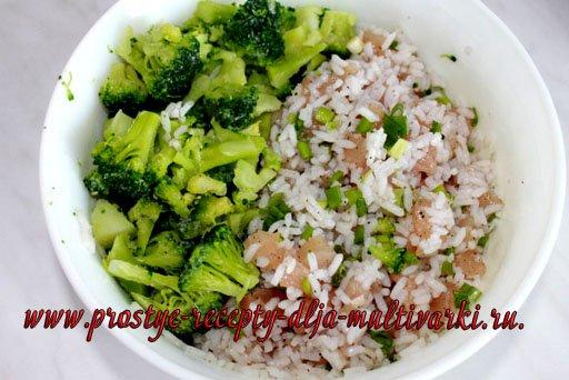 Заливной пирог с курицей, рисом и брокколи