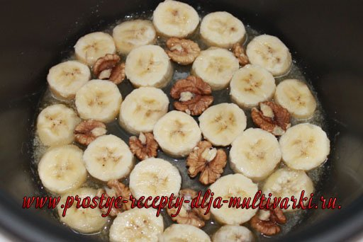 Банановый пирог с грецкими орехами