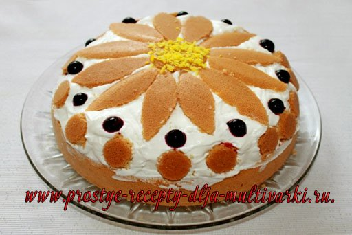 Бисквитный торт с ягодами