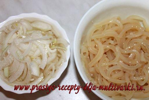 Салат с луком и кальмарами