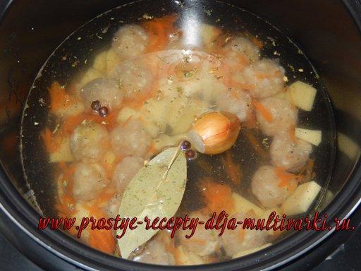 Суп с куриными фрикадельками и клецками в мультиварке
