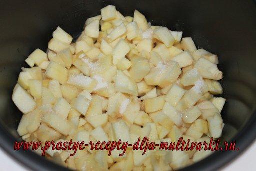 Яблочный пирог с корицей в мультиварке