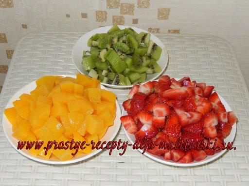 Торт со сметанным кремом с ягодами и фруктами