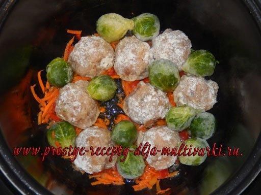 Куриные шарики с овощами в мультиварке