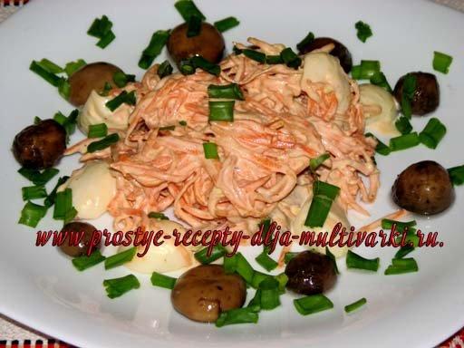 Салат с перепелиными яйцами и грудинкой