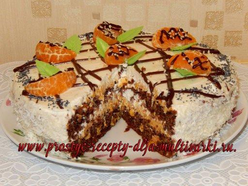 Шоколадный торт с курагой и сливками