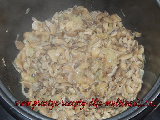 Как потушить мясо с грибами и картошкой в мультиварке