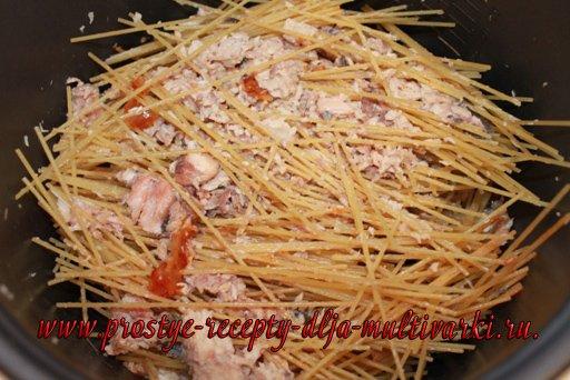 Спагетти с рыбой в мультиварке
