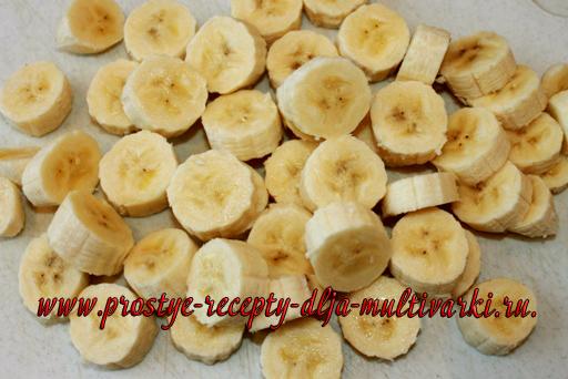 Мраморная шарлотка с бананами в мультиварке-скороварке