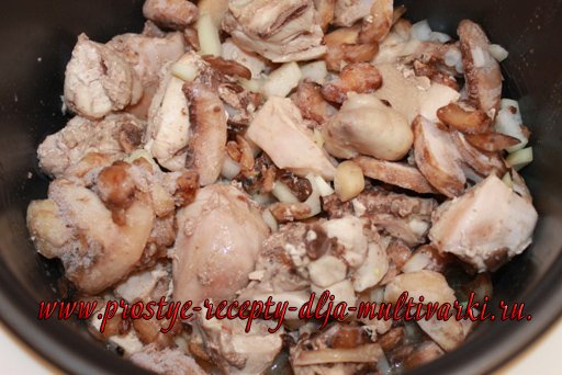 Курица с грибами в мультиварке