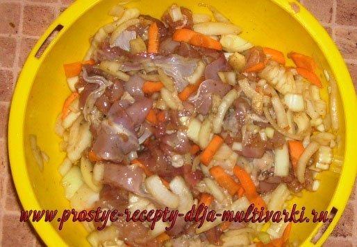 Индейка в луковом соусе в мультиварке
