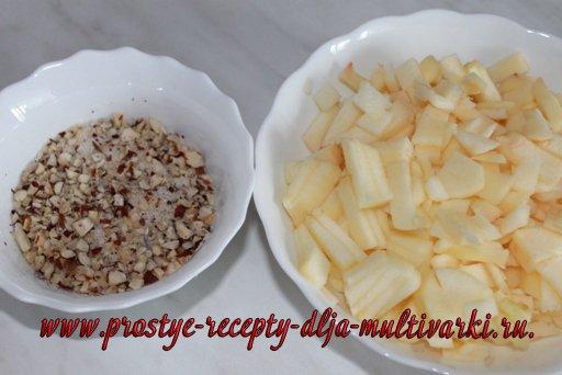 Сметанный пирог с яблоками в мультиварке