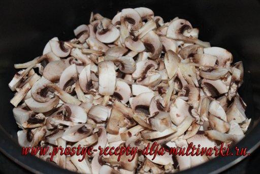 Свинина с грибами в мультиварке-скороварке