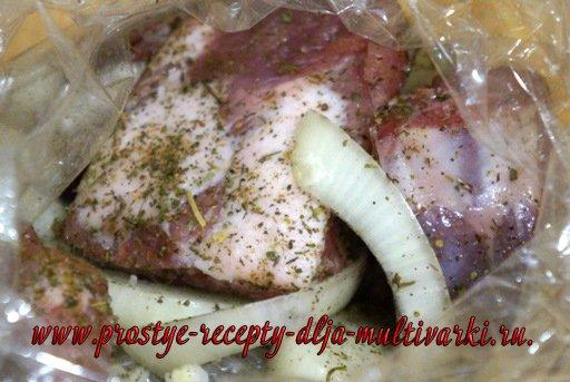 Картофель с ребрышками в мультиварке в рукаве