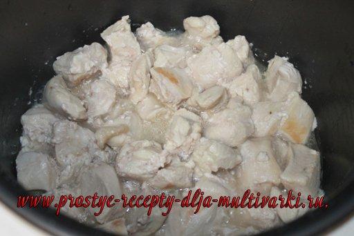 Куриные грудки в сливках в мультиварке