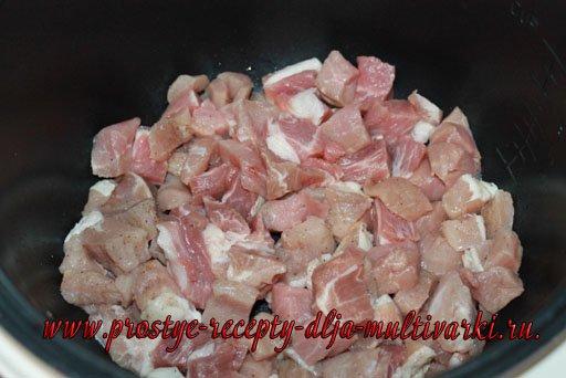 Свинина с подливкой в мультиварке
