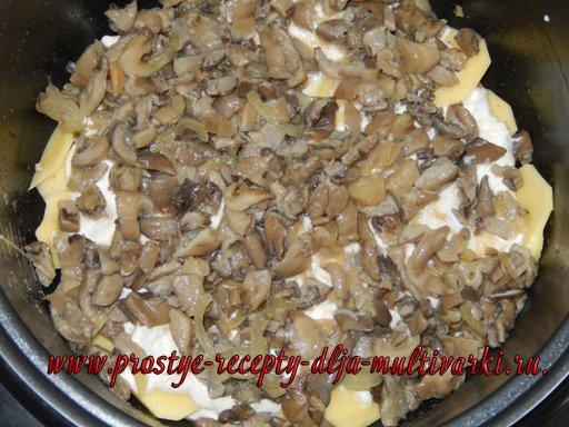 Картошка с мясом и грибами в мультиварке