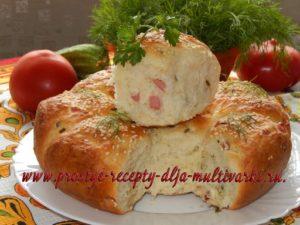 Булочки с луком и колбасой